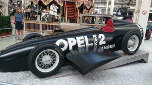 Replika slavného vozu Opel Rak 2, kterou lze obdivovat v německém technickém muzeu poblíž města Špýr.