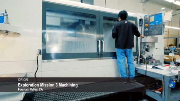 Výroba dílů Orionu pro EM-3 ve Fountain Valley, Kalifornie
