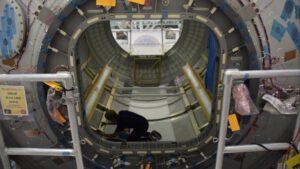 Pohled dovnitř modulu Donatello zopačné strany, 16. srpna