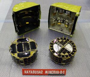 Vlevo Rover-1A vpravo Rover-1B