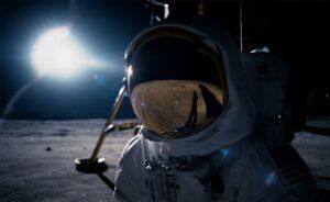 Armstrong v podání Ryana Goslinga na Měsíci