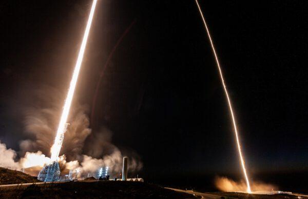 První stupeň Falconu 9 si udělal výlet přes cestu na kosmodromu Vandenberg