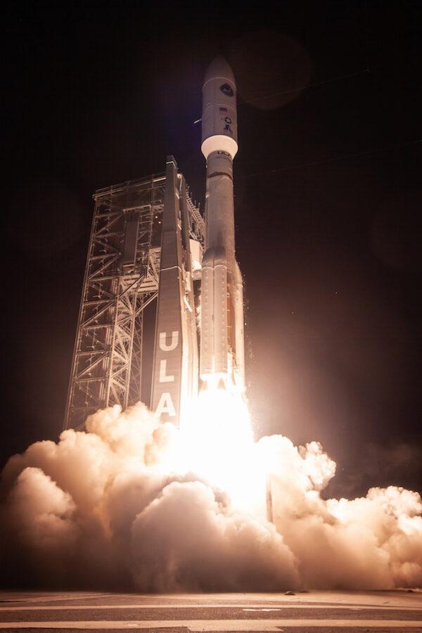 Atlas 5 stoupá k obloze