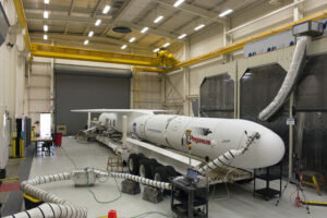Snímek z 12. října ukazuje raketu Pegasus XL na Vandenbergově základně.