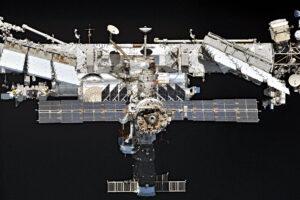 Mezinárodní vesmírná stanice ISS z neobvyklého pohledu.