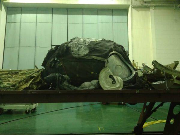 Orbitální úsek lodi Sojuz po dopadu na zem