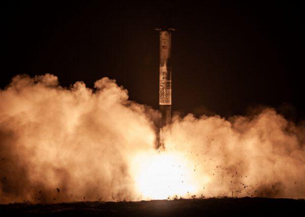 První stupeň Falconu 9 přistál 300 metrů od rampy