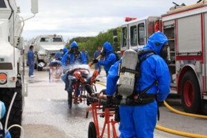 Na svozové místo odvážely raněné vozy MRAP (Mine Resistant Ambush Protectedvehicle).
