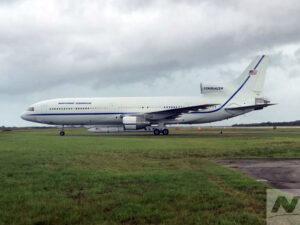 Letoun L-1011 Stargazer s raketou Pegasus XL a družicí ICON po přistání na Floridě 19. října.