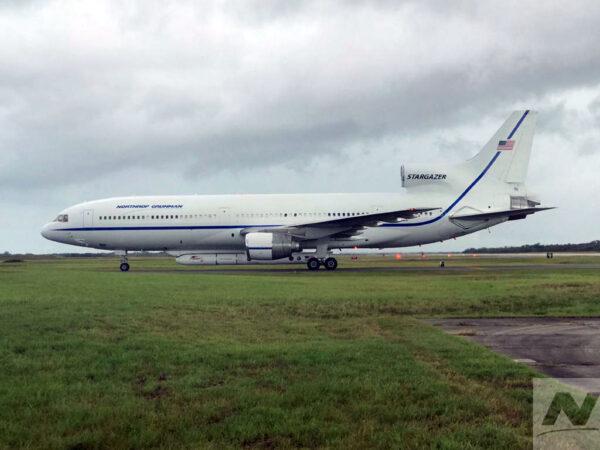 Letoun L-1011 Stargazer s raketou Pegasus XL a družicí ICON po přistání na Floridě 19. října 2018.