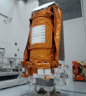 Teleskop Kepler během předstartovní přípravy.