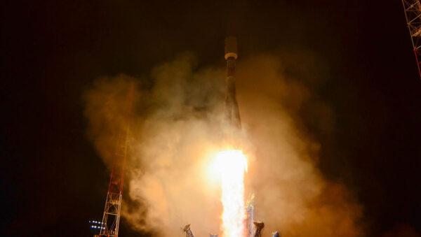 Sojuz 2-1b vynáší družici Lotos S-1 a rakety Sojuz se vrací do služby.