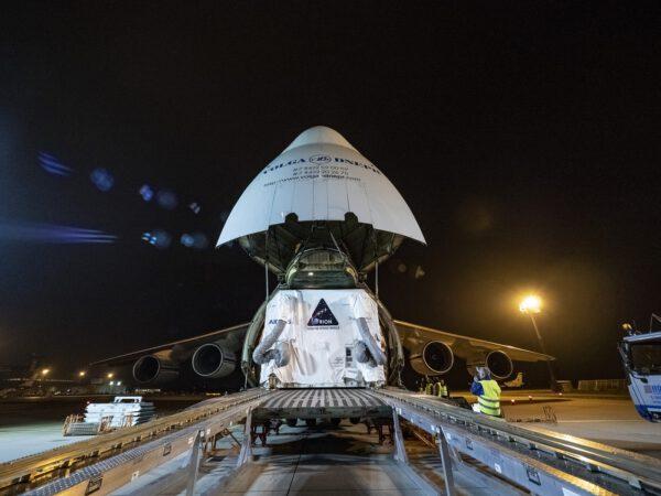 Nakládání evropského servisního modulu pro Orion