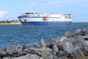 Loď Mariner připlouvá 11. listopadu na Floridu.