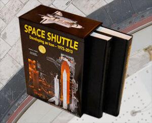 """Kniha """"Space Shuttle: Developing an Icon 1972-2013"""" představuje 8,5 kg čisté radosti."""