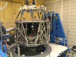 Přesun částečně vybavené struktury ESM-2 na integrační stanoviště, konec listopadu