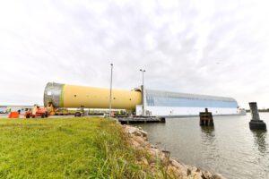 Nakládka kvalifikační vodíkové nádrže do člunu Pegasus, 14. prosince