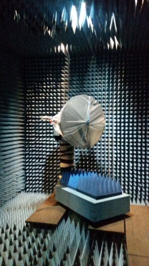 Květen 2017 - anténa HGA sondy Solar Orbiter podstupuje radiofrekvenční zkoušky na Polytechnické univerzitě v Madridu.