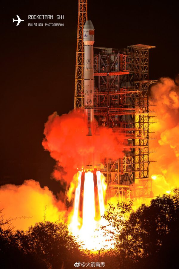 Raketa CZ-3B během startu