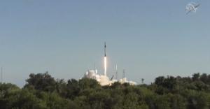 Falcon 9 vynáší Dragon CRS-16