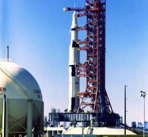 Kulový zásobník kapalného kyslíku obsluhoval už raketu Saturn V.