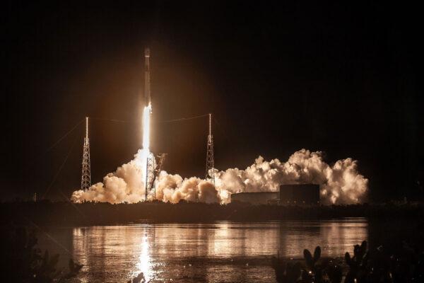 Start mise Telstar 18V - první použití prvního stupně B1049.