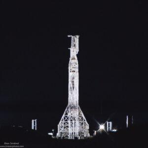 Raketa Falcon 9 na kalifornské rampě před statickým zážehem pro misi Iridium NEXT 8.