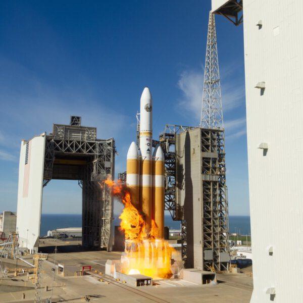 Ohnivý start Delta IV Heavy