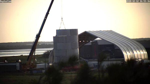 Stavba spodní části Starship Hopperu.