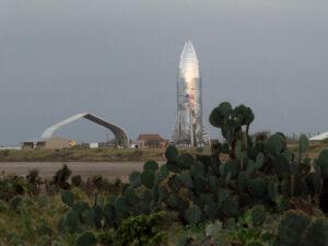Nomadd zvěčnil sestavený Starship Hopper.
