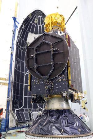 Soukromý izraelský lunární lander Beresheet na vrcholku družice Nusantara Satu.