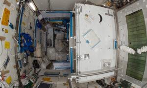 Toaleta na ISS.