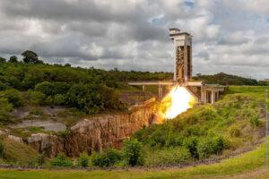 Statický zážeh motoru P120C na tuhé palivo pro raketu Vega-C.