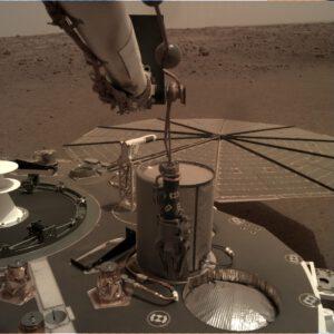 Detektor TWINS z pohledu robotického ramene IDA