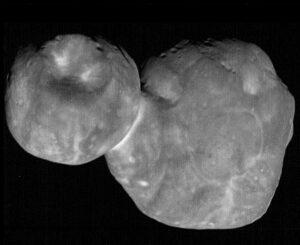 Ultima Thule v rozlišení 33 metrů na obrazový bod. Nejdetailnější snímek tohoto cíle, jaký sonda new Horizons pořídila.