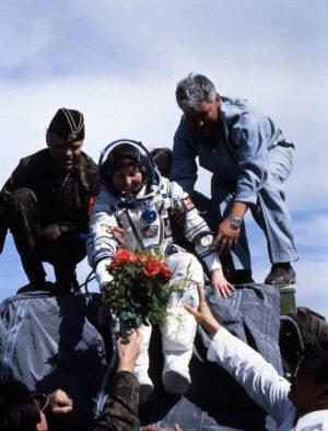 Helen Sharman krátce po přistání