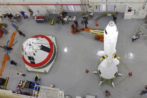 Kabina Orionu a plně funkční LAS pro test AA-2 v budově LASF, 13. března
