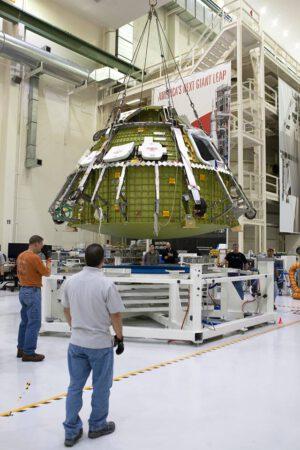 Orion během příprav na misi EM-1