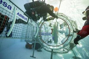 Zkoušky makety přechodové komory modulu ESPRIT od firem Airbus a Comex.