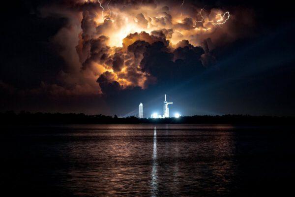 Dech beroucí pohled na bouřku, která probíhala v době startu kousek od Floridy