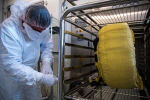 Sterilizace demonstrátoru padáku mise ExoMars 2020.
