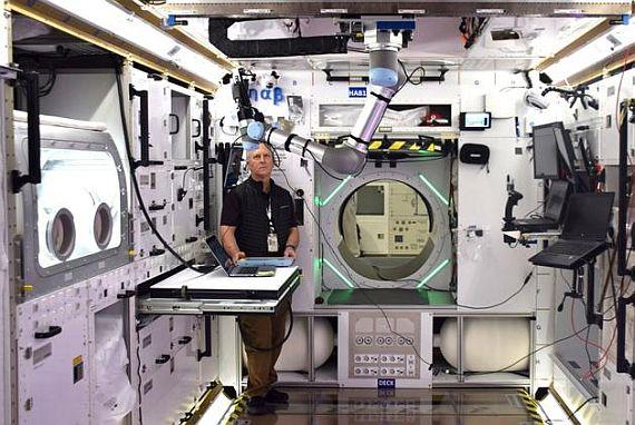 Interiér pozemního prototypu habitatu od Lockheed Martin, 7. března