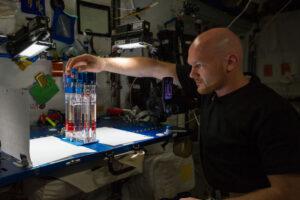 ISS je unikátní vědecká laboratoř, ve které probíhají špičkové výzkumy.