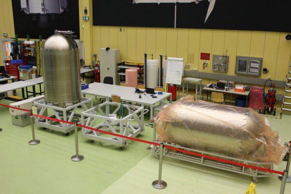 Palivové nádrže pro ESM-2, únor
