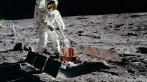 Seismický experiment při misi Apollo 11.
