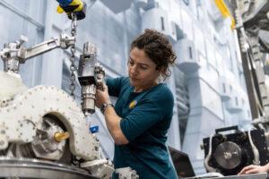 Jessica Meir během pozemní přípravy na kosmickou misi.