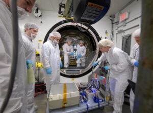 Nakládání nákladu do lodi Cygnus NG-11