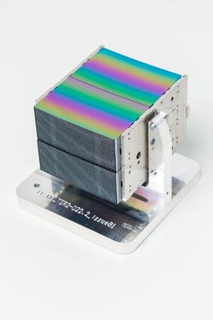 Zrcadlový modul projektu Athena je tvořen štosem 140 tenkých křemíkových destiček.