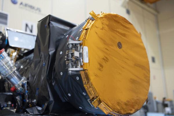 Krytka teleskopu CHEOPS.