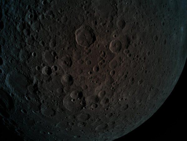 Odvrácená strana Měsíce, kterou vyfotil izraelský lander Beresheet